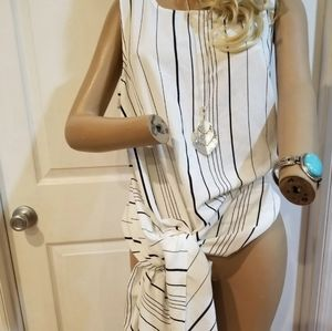 Vince Camuto NWT top free accessories